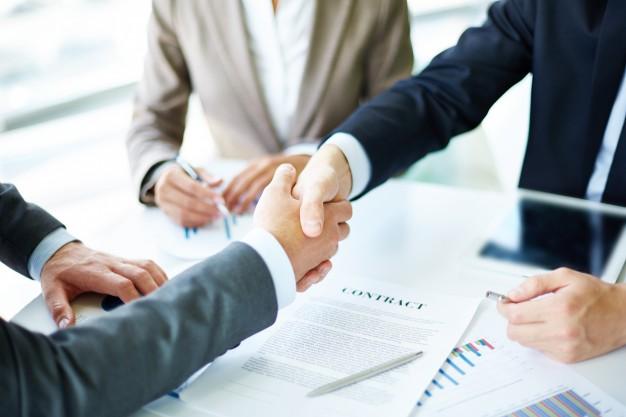 handshake-close-up-executives_1098-1384