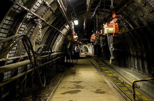 podzemní stroje.jpg