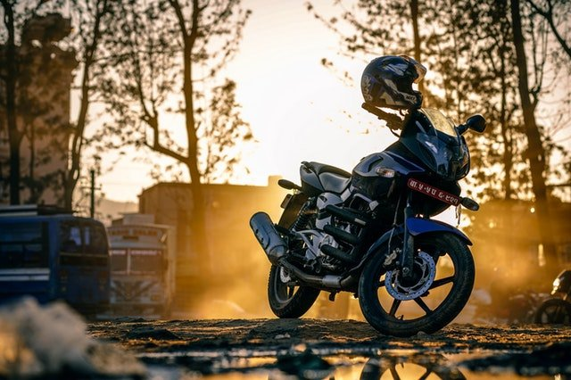 motorka pri západe slnka.jpg