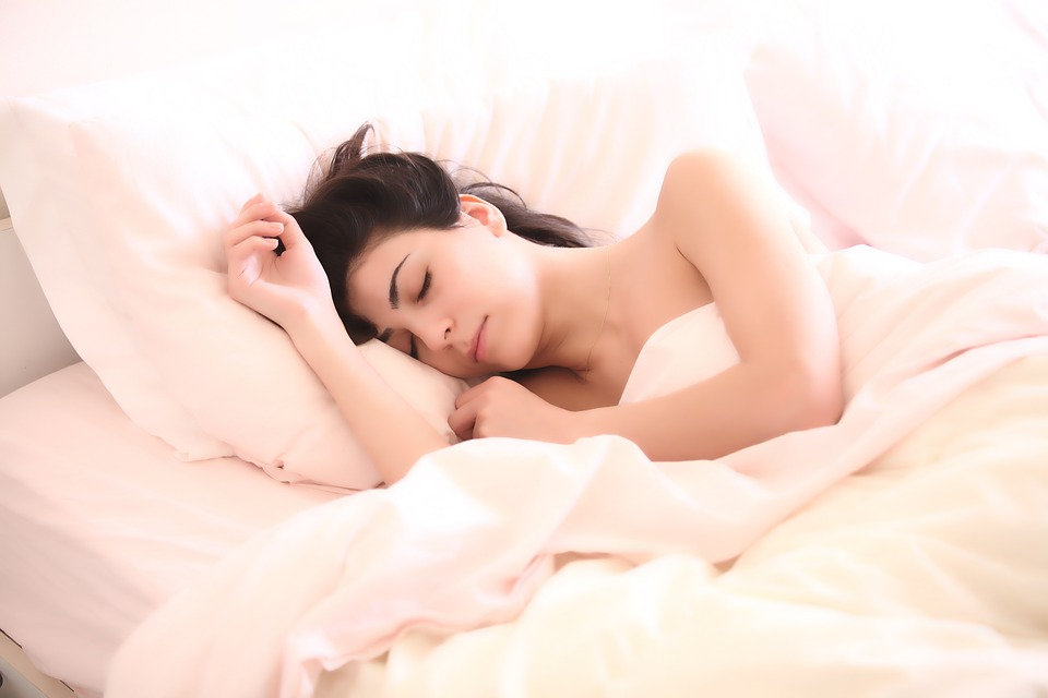 spiaca žena