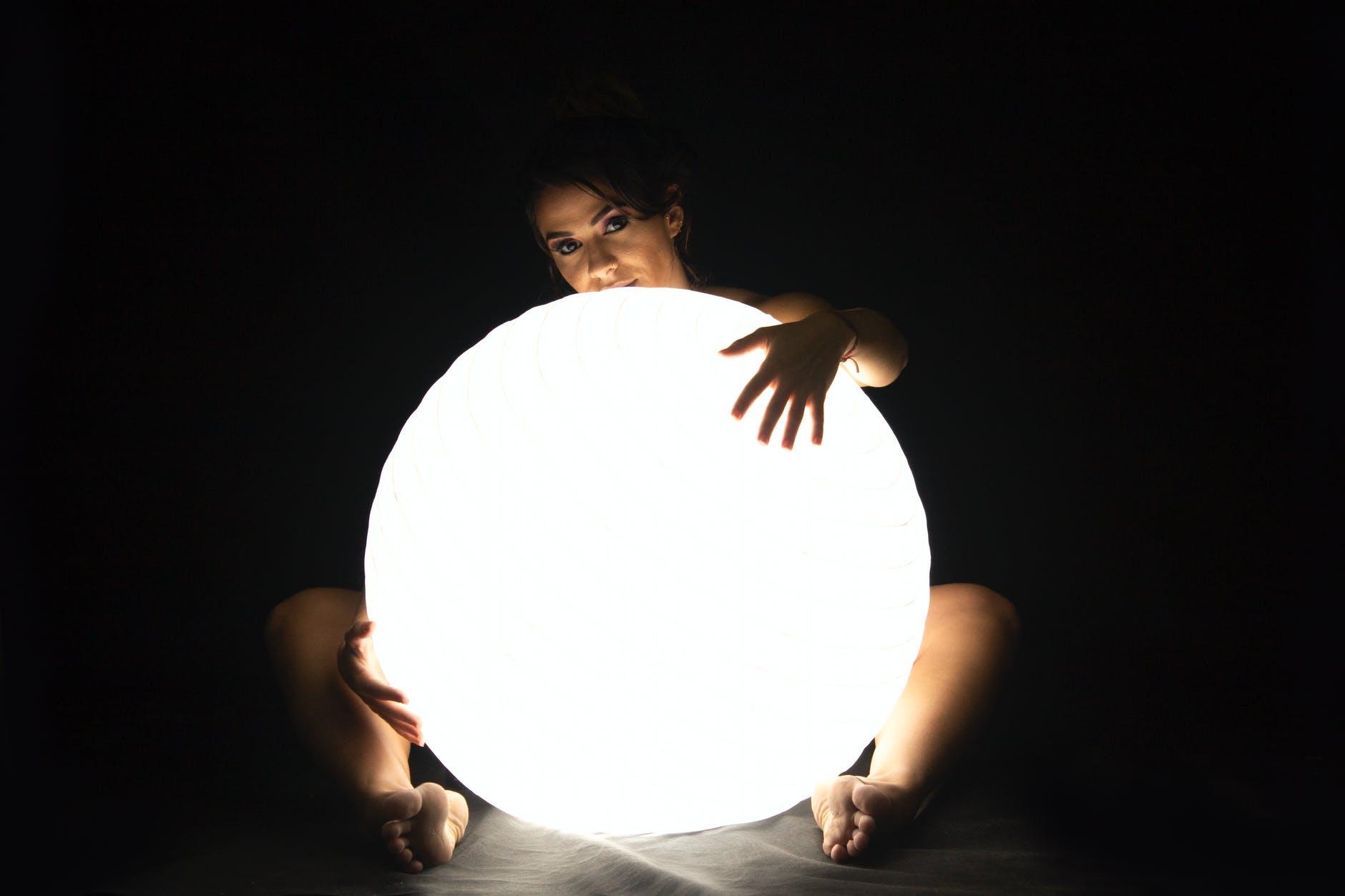svetelná guľa